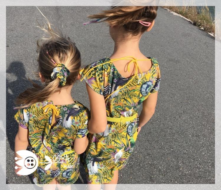 expecting and matching zusjes achteraanzicht touwtjes
